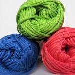 彼に贈るメンズマフラーの色の選び方 流行と手編みに適した色は?
