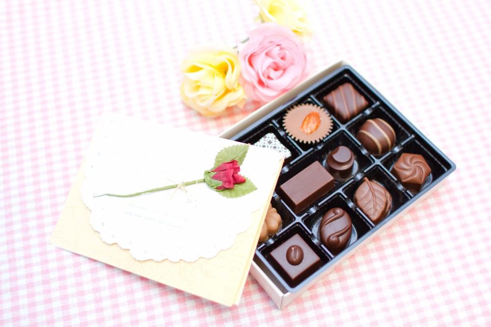 チョコと手紙の画像