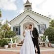 教会で結婚式の画像