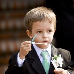 結婚式に男の子が着る子供服のマナーや季節に合った着こなし方
