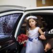 結婚式の女の子の服装の画像